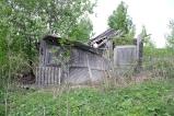 Захожу в первый дом, он самый сохранившийся, даже ворота есть