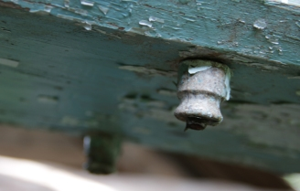 На балке сохранились следы от электричества